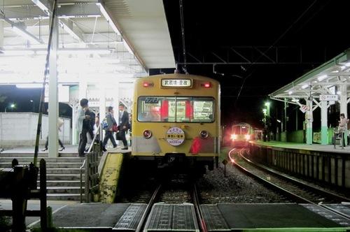 西武多摩川線の101系「黄色い電...